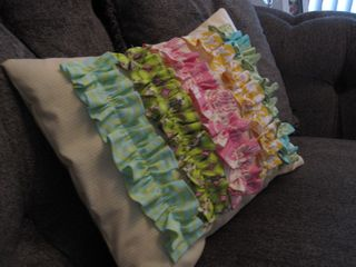 Ruffle pillow 002
